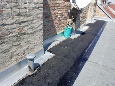 Flachdach Sanierungsarbeiten - Arbeitsschritt bituminöse Flämmarbeiten (2015)