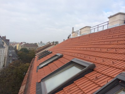 Neuherstellung Dacheindeckung inkl. VELUX-Dachfenster Einbau (Wien 2014)